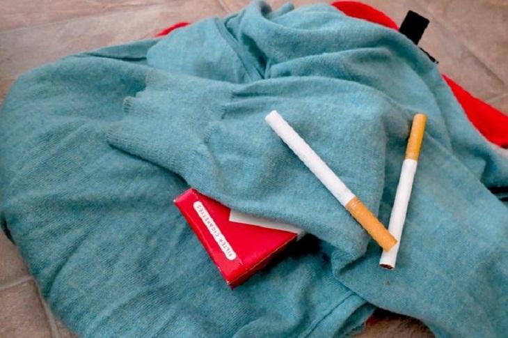 3 Cách Loại Bỏ Mùi Thuốc Lá Bám Trên Quần Áo