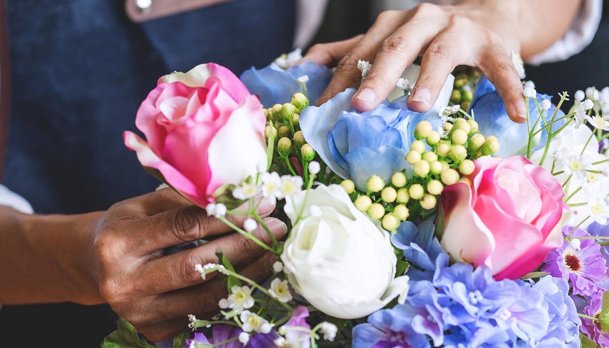 4 Cách Cắm Hoa Đơn Giản Mà Đẹp Ai Cũng Có Thể Làm Được