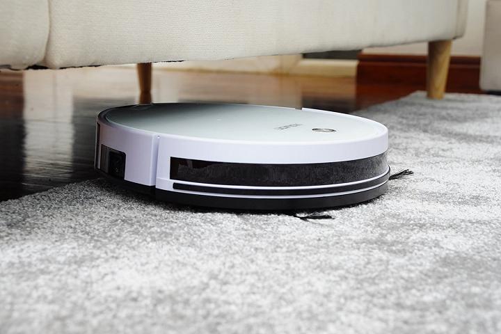 Sử dụng robot hút bụi giúp chị em tiết kiệm được thời gian làm việc nhà