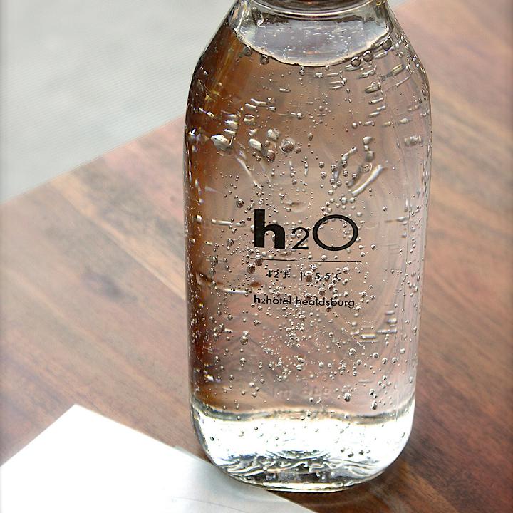 Nên mua bình nước mới cho bé khi bình nước cũ có dấu hiệu hỏng