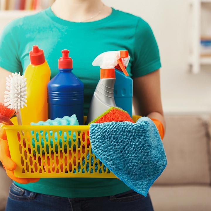 Không sử dụng các hoá chất tẩy rửa mạnh là giúp bảo vệ các thiết bị vệ sinh khỏi sự ăn mòn của thời gian