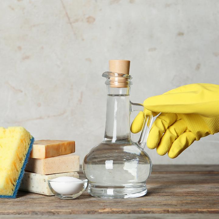 Giấm & Muối cũng có tác dụng làm sạch các thiết bị nhà tắm hiệu quả