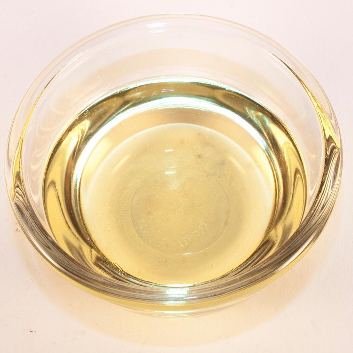 Giấm cũng là nguyên liệu trong bếp giúp tẩy trắng quần áo hiệu quả