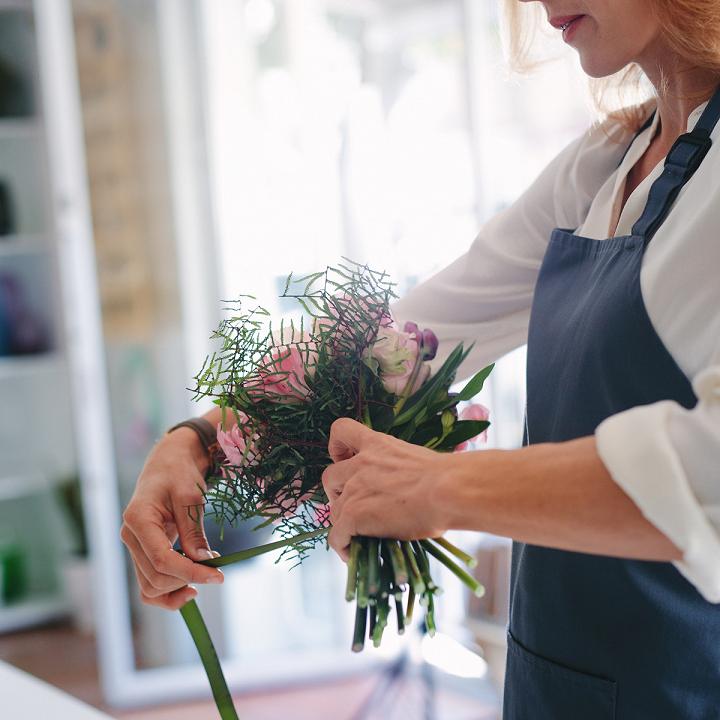 Cắm hoa tươi giúp tâm trạng dễ chịu, giảm căng thẳng