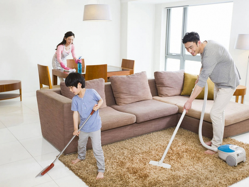 Nhờ cậy sự giúp đỡ của người thân là một cách giải quyết việc nhà khi không có người giúp việc.