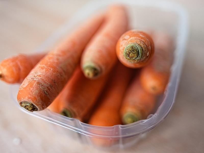 6 loại thực phẩm không nên quay trong lò vi sóng: Hộp nhựa